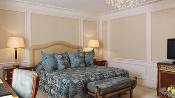 イースタンヨーロッパの雰囲気。エキゾチックなデザイン。広々としたDeluxe Room.