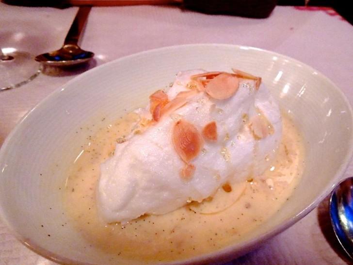 卵白を使った軽いデザート、ウフ・ア・ラ・ネージュ