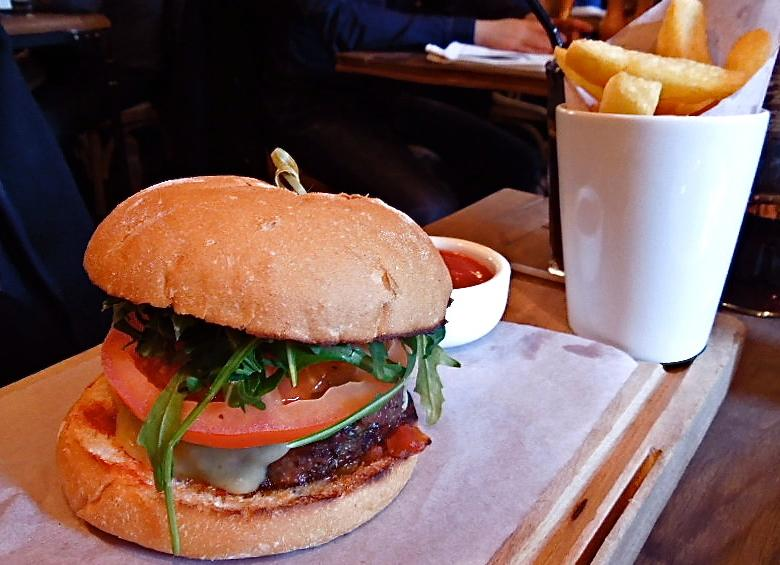 th_3_Burger and Chips