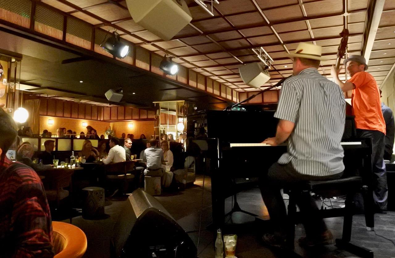 友人に誘われ、ニューオーリンズ・ピアノの名手、ドム・ピプキンさんのステージを満喫しました♡