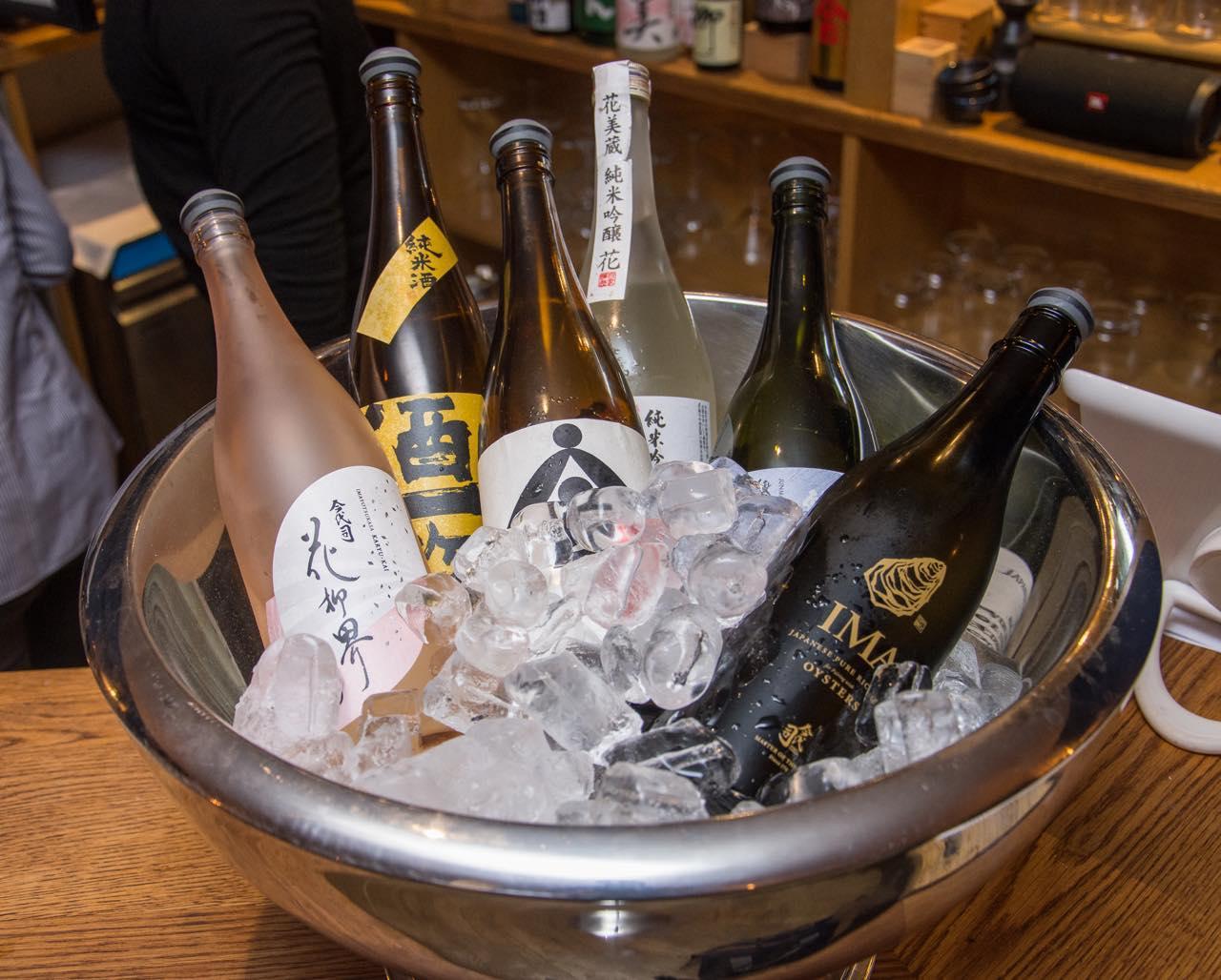 日本酒のこと、なんでも聞いてください! ©︎Nemo Roberts